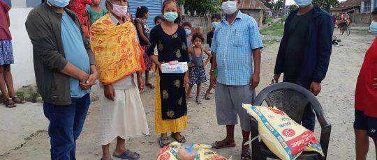 मोरङ र सुनसरीका बाँतर समुदायका कोरोना संक्रमित परिवारलाई राहत वितरण