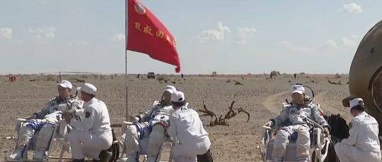 ९० दिन अन्तरिक्षमा बसेर पृथ्वी फर्किए चीनका तीन अन्तरिक्षयात्री